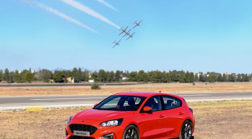 Το νέο Ford Focus δίπλα σε μαχητικά F18!!