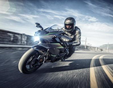 Με αυξημένη ισχύ και πλήρως εξελιγμένη η νέα Kawasaki Ninja H2!!