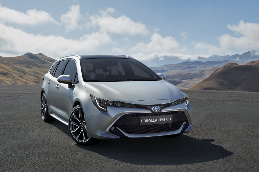 Toyota Corolla Touring Sports front