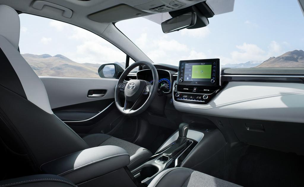 Toyota Corolla Tourng Sports interior
