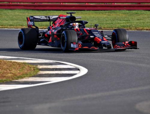 Η Aston Martin Red Bull Racing παρουσίασε το νέο της μονοθέσιο (1)