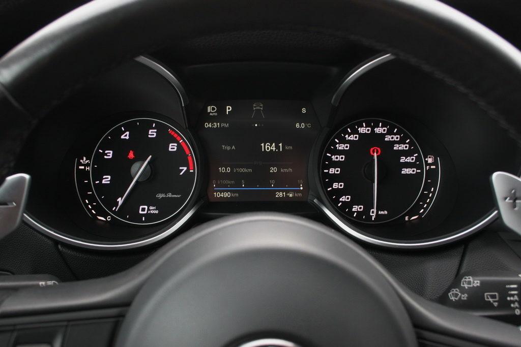 Alfa Romeo Stelvio Q4 2.0T 280PS Auto dashboard