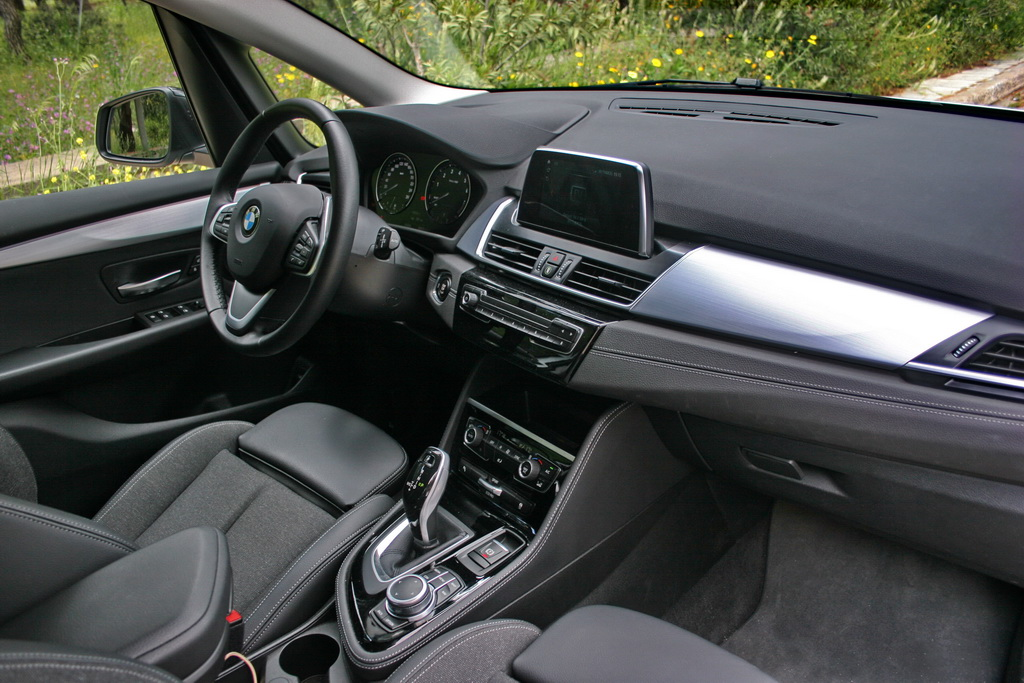 BMW 218i Active Tourer Facelift interior