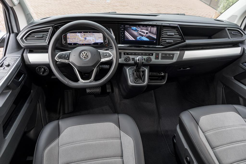 VW Transporter 2019 cockpit