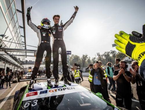 Η Lamborghini γιορτάζει την κατάκτηση δύο πρωταθλημάτων