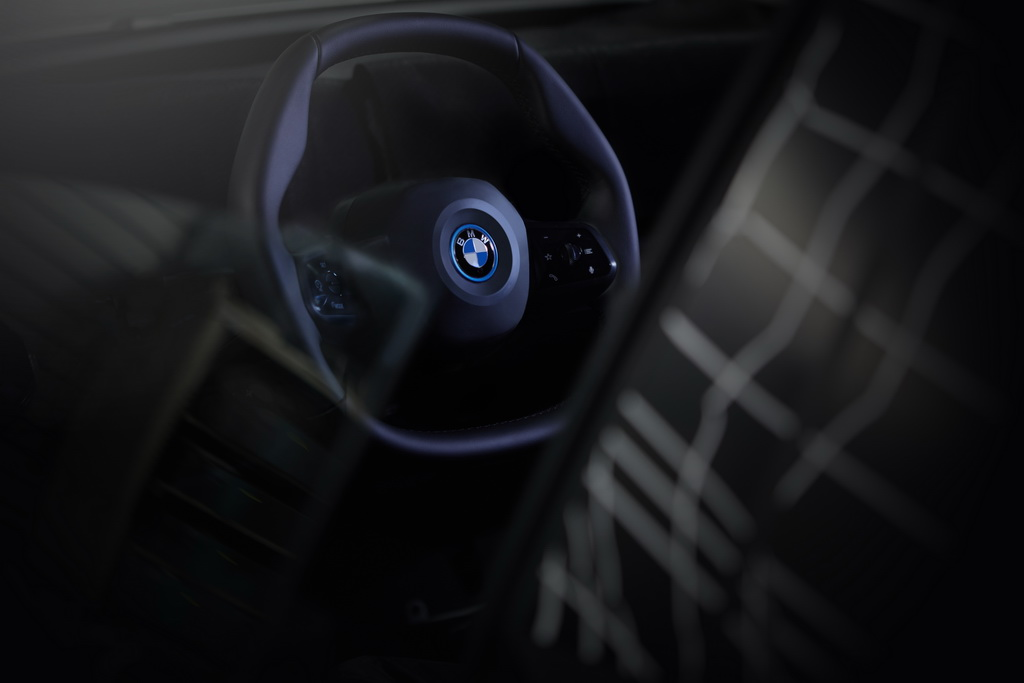 Polygonal steering wheel BMW iNEXT