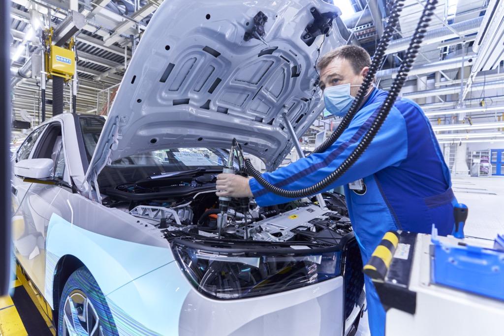 BMW iX production