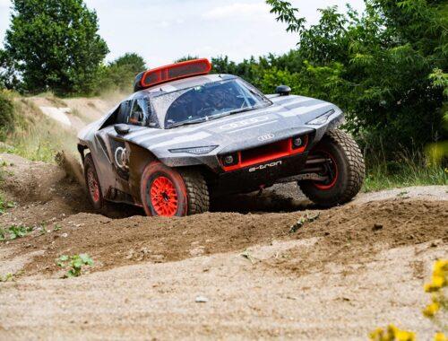 Ξεκίνησαν οι δοκιμές του Audi RS Q e-tron για το Ράλι Ντακάρ