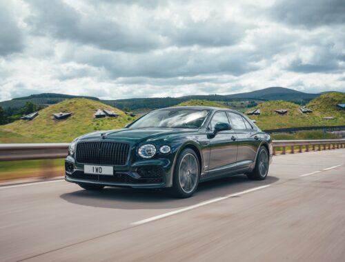 Νέα Bentley Flying Spur Hybrid